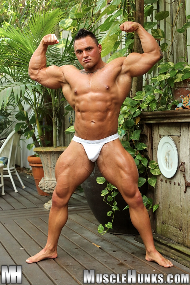 Jackson-Gunn-Nude-bodybuilder-muscle-hunk-02-Gay-Porn-Pics-Video-photo