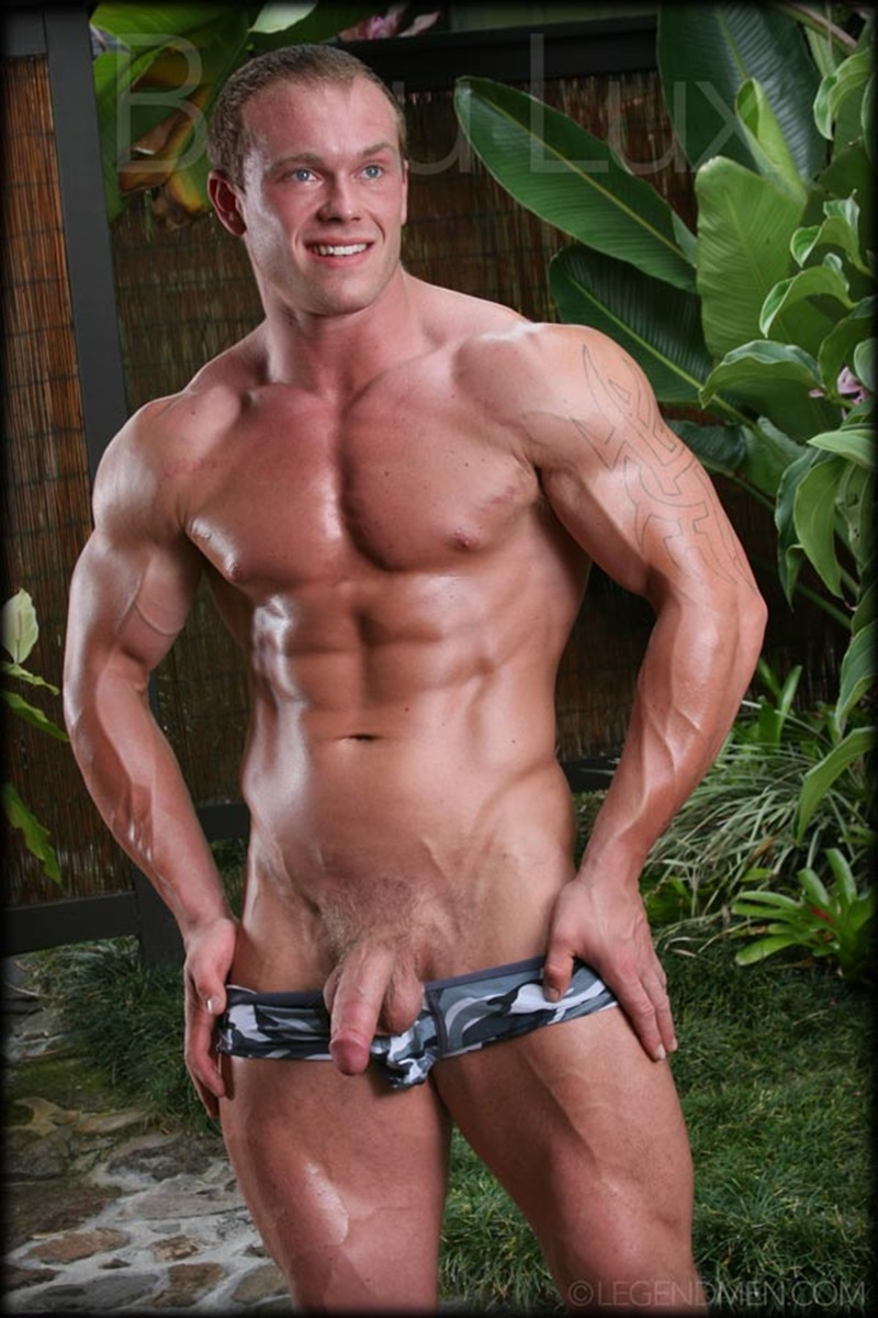 photo of gay body builder jpg 422x640