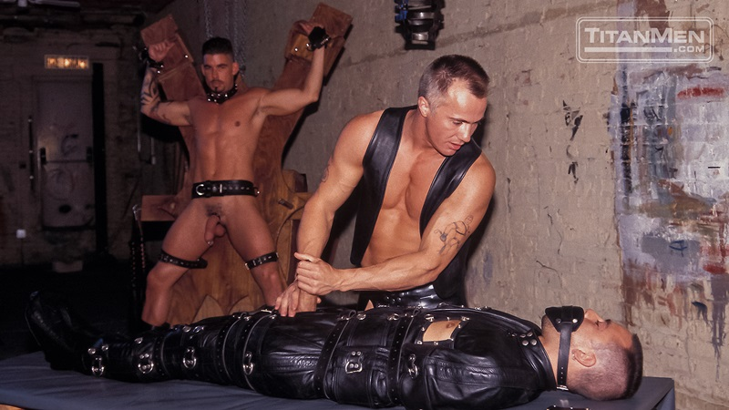 TitanMen-Austin-Masters-Bronn-Douglas-Damon-Page-Jackson-Reid-Jay-Black-Jim-Buck-Kyle-Brandon-Mike-Roberts-Ric-Hunter-Steve-Cannon-10-gay-porn-star-sex-video-gallery-photo