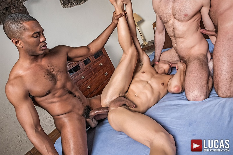 Ken Summers fucked by four muscle studs Dani Robles, Sean Xavier, Ralph Novak and Logan Rogue