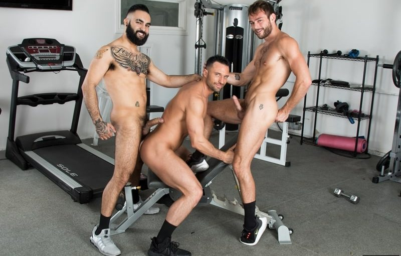Hottie threesome Max Adonis, Colby Tucker and Zaddy train chain ass fucking